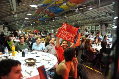 Jantar-comício no mercado da Ribeira. Foto de Paulete Matos