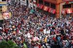 As grandes manifestações contra o golpe não passam na televisão hondurenha