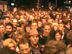 Milhares de pessoas exigiram a abertura da fronteira na Bornholmer Strasse e foram os primeiros a atravessá-la na noite de 9 Novembro