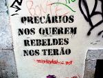 Stencil com o grito do MaydayLisboa09: Precários nos querem, rebeldes nos terão! Foto rot ist die farbe der hoffnung, Flickr.