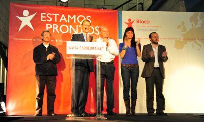 Louçã, rodeado de Fernando Nobre, Miguel Portas Marisa Matias e Rui Tavares. Foto de Paulete Matos