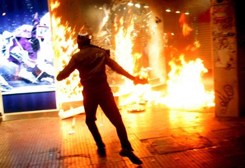 A Grécia não assistia a uma revolta social desta envergadura desde há 20 anos. Foto Lusa