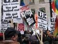 Manifestação dos trabalhadores da Republic Windows frente ao Bank of America. Foto de Jobs with Justice, FlickR