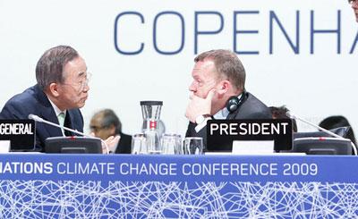 Ban Ki-Moon e Lars Rasmussen encerraram a cimeira fracassada de Copenhaga. Foto Nações Unidas