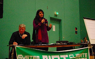 Marisa Matias na mesa da conferência no Klimaforum