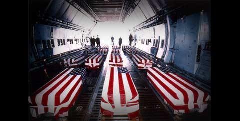 O Pentágono decidiu levantar uma proibição feita à imprensa de fotografar a chegada aos Estados Unidos dos caixões com soldados mortos no Iraque e no Afeganistão. Foto AJ Franklin