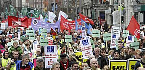 Mais de cem mil pessoas manifestaram-se Sábado (21 de Fevereiro) em Dublin
