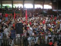 Algumas centenas de pessoas conseguiram encontrar a sessão pública dos quatro presidentes. Foto João Romão