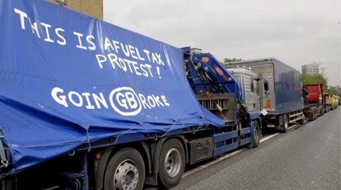 Protesto camionistas britânicos. Foto EPA/NICK RAIN