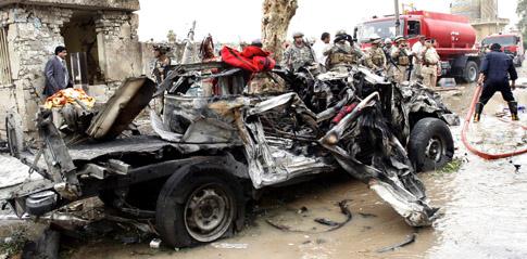 Os dois carros-bomba fizeram centenas de feridos (foto Mohammed Jalil/Lusa)