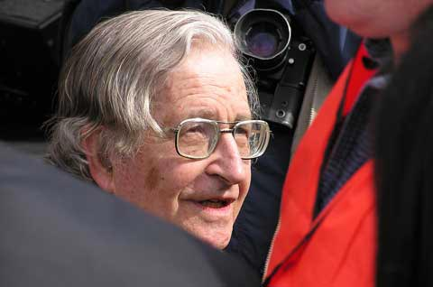 Noam Chomsky. Foto de theiastminute, FlickR
