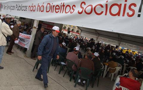 Plenario Nacional do Sindicato dos Trabalhadores da Administracao Local (STAL) e do Sindicato dos Trabalhadores do Municipio de Lisboa (STML) pela luta dos direitos dos trabalhadores e servicos publicos, Quinta-feira 12 de Abril de 2007, na Praca do Comercio, em Lisboa. MARIO CRUZ / LUSA