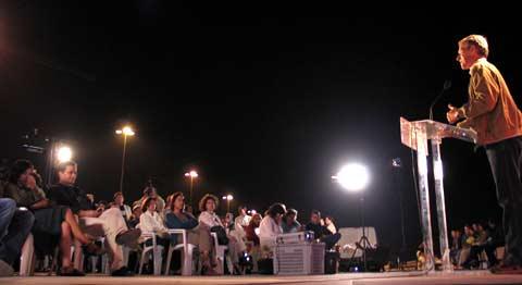 No comício de terça à noite em Matosinhos, Francisco Louçã disse que Sócrates jamais aceitaria trabalhar num call-center. Foto Paulete Matos
