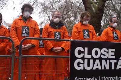 Manifestação da Amnistia Internacional pelo encerramento de Guantánamo. Foto de casmaron, FlickR