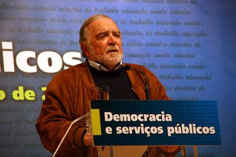Manuel Alegre no encerramento do Fórum sobre Serviços Públicos e Democracia. Foto de André Beja