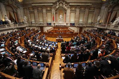 Orçamento Rectficativo passou com o voto contra do Bloco e os votos favoráveis do PS e abstenção da restante oposição.