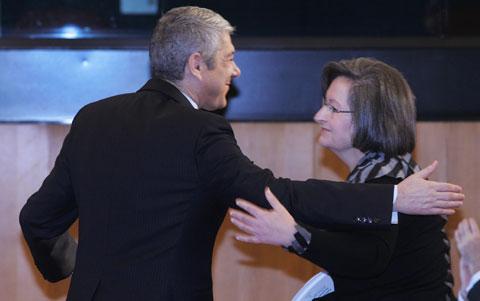José Sócrates e Maria de Lurdes Rodrigues eufóricos com o relatório que afinal não é da OCDE. Foto da Lusa