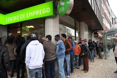 Na véspera da discussão do projecto lei do Bloco sobre o alargamento do subsídio de desemprego, Francisco Louçã esteve no Centro de Emprego da Amadora. Foto Paulete Matos Bloco/Flickr