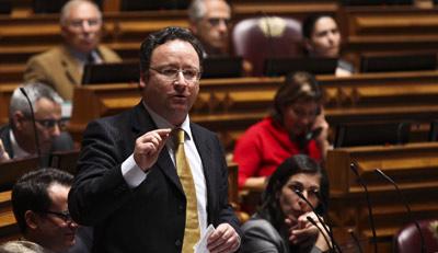 Francisco Assis ameaçou chumbar as propostas do Bloco, mas no fim foi o PS a sair derrotado da votação. Foto Arquivo Lusa.
