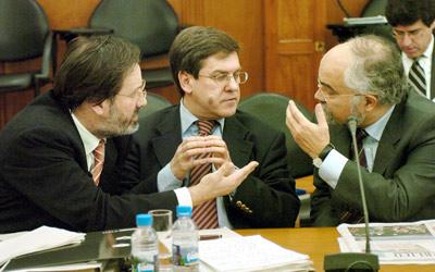 O ministro Jorge Lacão diz que a proposta de levantamento do sigilo bancário de acordo com o modelo espanhol é