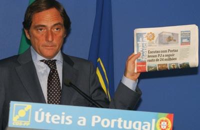 Paulo Portas continua a não explicar o caso dos submarinos, em que o Estado português foi burlado - Foto da Lusa (arquivo)
