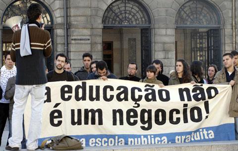 Concentração de estudantes em frente à Reitoria da Universidade do Porto. Foto de Arquivo de Pedro Ferrari, Lusa