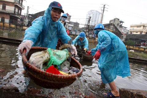 Inundações devastadoras no Vietname (Novembro 2008) - Foto da Lusa
