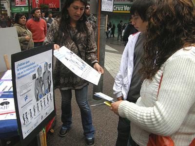 Uma associação LGBT chilena comemora este dia explicando à população os vários comportamentos sexuais e nomeadamente a diferença entre homossexualidade e transexualidade. Foto do flickr
