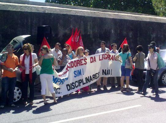 Concentração dos trabalhadores da Legrand. Foto de Victor Franco