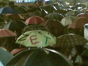 Cerca de 2 mil docentes manifestaram-se em faro, sob forte chuva. Foto de www.fenixvermelha.blogspot.com