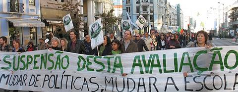 Protestos dos professores prolongam-se pelo mês de Dezembro