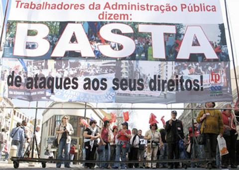 Protesto de trabalhadores da Função Pública - Foto: Paulete Matos