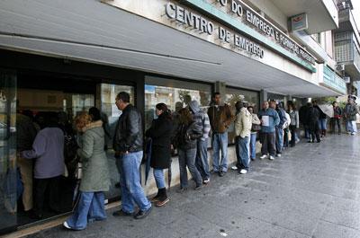 Medidas do Governo parecem ainda insuficientes para o crescente número de desempregados