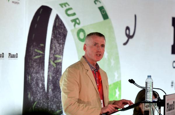 Declan Kearney, presidente do Sinn Féin da Irlanda, na cimeira do Plano B em Lisboa – Foto de Paulete Matos