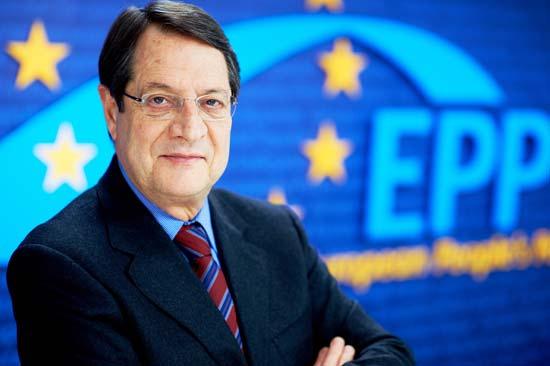 Nikos Anastasiades, do partido conservador DISY e do PPE (Partido Popular Europeu), foi reeleito presidente da República de Chipre, no passado dia 4 de fevereiro