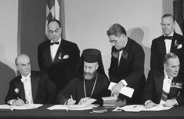 Acordo assinado em fevereiro de 1959 por Makarios, presidente do Chipre, Constantinos Karamanlis, primeiro-ministro da Grécia, e Adnan Menderes, primeiro-ministro da Turquia
