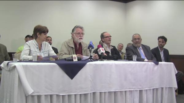 Os porta-vozes do grupo na conferência de imprensa foram Oly Millán, ex-ministra da Economia Popular; Edgardo Lander, sociólogo, e Enrique Ochoa Antich, ex-coordenador do MUD/Social