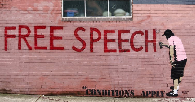 """Graffiti """"Liberdade de expressão (ver condições)"""