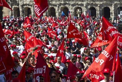 Manifestação em Roma contra o plano de austeridade, nesta sexta  feira - Foto da Lusa