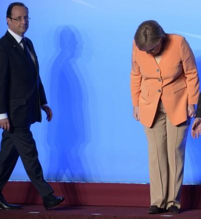 François Hollande e Angela Merkel na cimeira do G8 que teve lugar em Camp David, EUA, este fim-de-semana. Foto Peer Grimm/EPA/LUSA