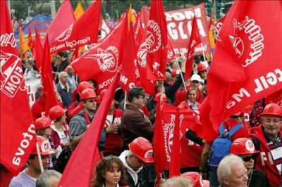 """A manifestação convocada pela Confederação Geral Italiana do Trabalho teve como lema """"O futuro é dos jovens e do trabalho: mais direitos e mais democracia"""": Foto do portal Diário Liberdade."""