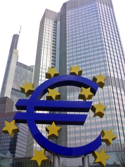 """Qual é o objetivo do """"resgate""""? Manter dinheiro a entrar no sistema financeiro europeu."""