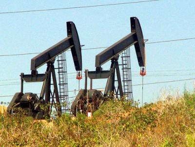 Campo de extração de petróleo na Califórnia, Estados Unidos - Foto de Storm Crypt / Flickr