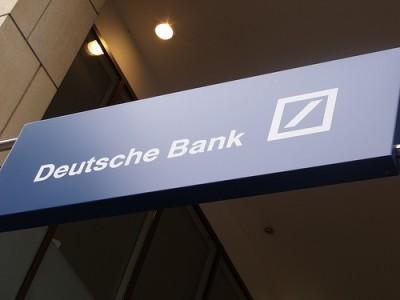 Os lucros do Deutsche Bank alcançaram a impressionante quantidade de 8.000 milhões de euros no ano 2011, que deu 8 milhões de euros em bonificações ao seu presidnete, Josef Ackermann - Deutsche Bank, foto de ell brown/Flickr