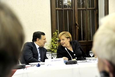 Barroso e Merkel estão de acordo: é preciso transferir mais dinheiro dos contribuintes para os bancos europeus.