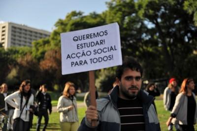 """Ensino Superior: Estudantes acusam Governo de """"faltar à verdade"""""""