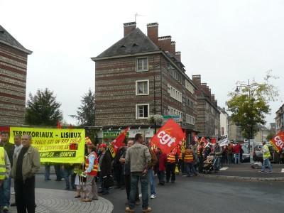 Concentração em Lisieux, uma pequena cidade da Baixa Normandia que aderiu ao protesto que se realizou em cerca de 200 cidades francesas.