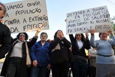 Populações e autarcas mobilizados contra extinção de freguesias.