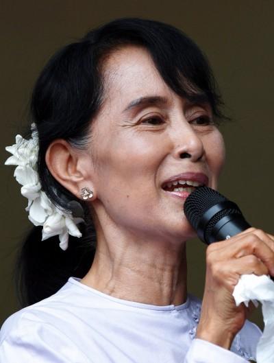 """""""Esperamos que este seja o princípio de uma nova era, em que o papel das pessoas na política no quotidiano se vai acentuar"""", afirmou Aung San Suu Kyi. Foto barbara Walton/EPA/LUSA."""