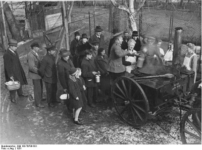 Exértico a alimentar pobres, Berlim, 1931 - Foto retirada da  wikipedia